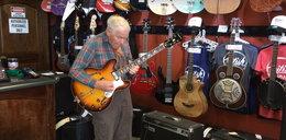 Jak ten 80-latek wymiata na gitarze!