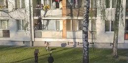 Impreza w czasach koronawirusa. Uczniowie skakali z balkonu