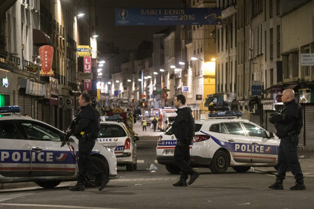 Strzelanina w St. Denise. Fot. Etienne Laurent