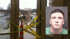 Pijany żołnierz rozbił drzwi do biblioteki. Myślał, że nie chcą go wpuścić do klubu na imprezę
