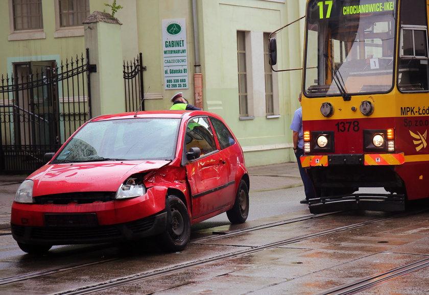 Kolizja na Gdańskiej. Osobówka zderzyła sięz tramwajem