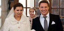 """Ślub w """"Na Wspólnej"""". Zobacz suknię panny młodej"""