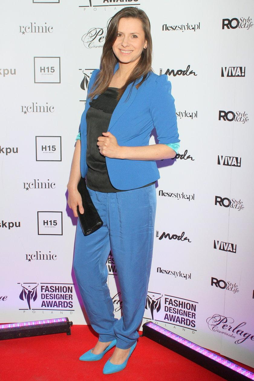 Anna Kerth w niebieskim garniturze
