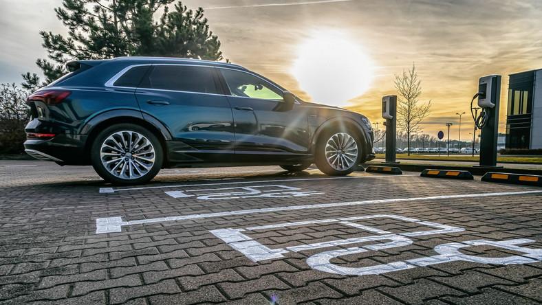 Samochód elektryczny - Audi e-tron
