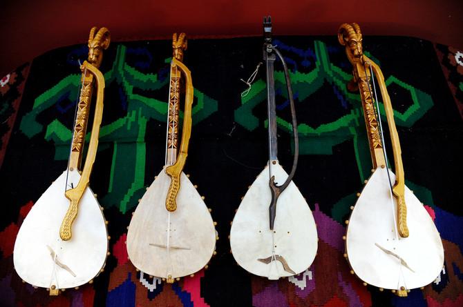 Za mnoge su gusle samo stari narodni instrument, ali ne i za nas, kažu polaznici ibesplatne škole guslanja
