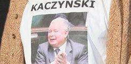 Piosenkarz szokuje koszulką z Kaczyńskim