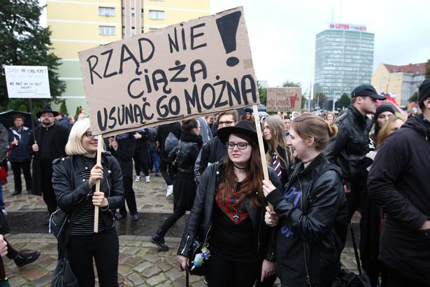 Czarny marsz był reakcją na zanik przestrzeni i języka, w którym kobiety mogą mówić o swoich potrzebach i swoim doświadczeniu.