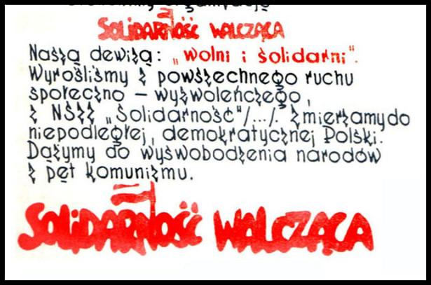 """Szef IPN Jarosław Szarek mówił: """"Solidarność Walcząca wróciła do głównego nurtu naszej pamięci, choć przez lata jej działacze byli zepchnięci na margines – Solidarność Walcząca nie miała złudzeń, czym jest komunizm. Nie chciała porozumienia z komunistyczną władzą, chciała komunistów tej władzy pozbawić. Ludzie Solidarności Walczącej chcieli osiągnąć to, walcząc razem z innymi narodami zniewolonego Związku Sowieckiego"""" - podkreślił Szarek."""