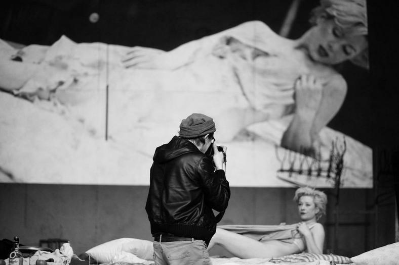 """Zdjęcie ze spektaklu """"Persona Marilyn""""  Teatru Dramatycznego w Warszawie"""