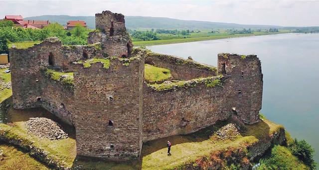Po naredbi sultana Bajazita II 1483. godine, na steni iznad Dunava, na tada izuzetno važnom strateškom mestu, podignuta je utvrda