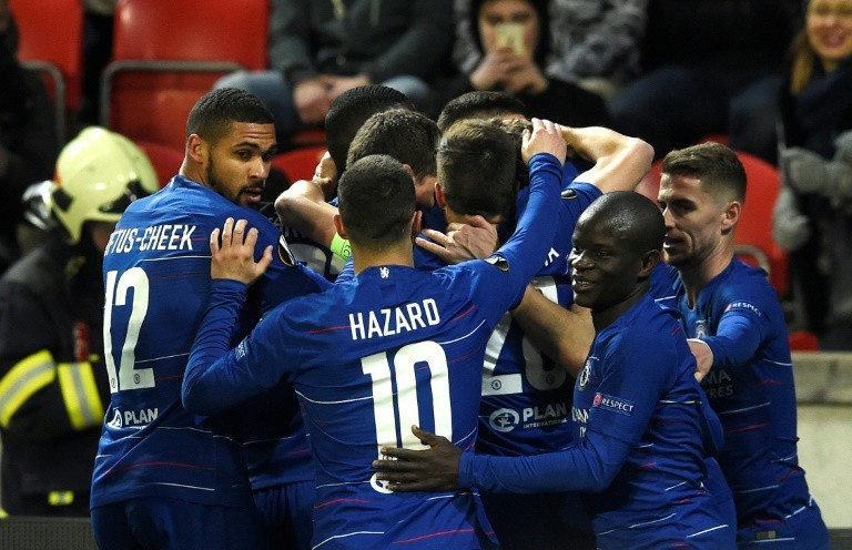 Marcos Alonso celebrates with teammates  (AFP)