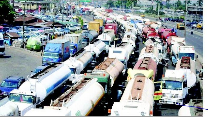 Apapa Gridlock: NPA ex-MD suggests expansion of ports access roads