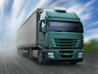 Ministerstwo rozważa wprowadzenie zakazu wzajemnego wyprzedzania się ciężarówek