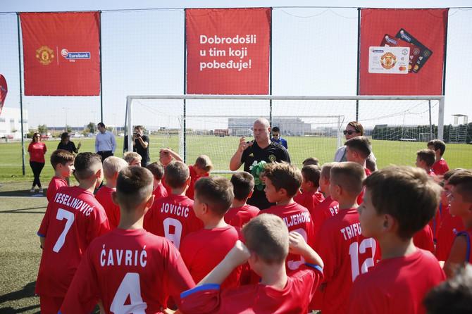 """Čast nam je i zadovoljstvo što smo našoj deci omogućili da treniraju sa najboljima i tako steknu vrhunsko fudbalsko znanje i iskustvo."""" – istakla je Slavica Pavlović, predsednik Izvršnog odbora Eurobank"""