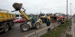 Wypadek ciężarówki w Łodzi. Utrudnienia w ruchu