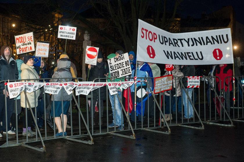 Są wyroki dla protestujących podczas miesięcznicy pod Wawelem
