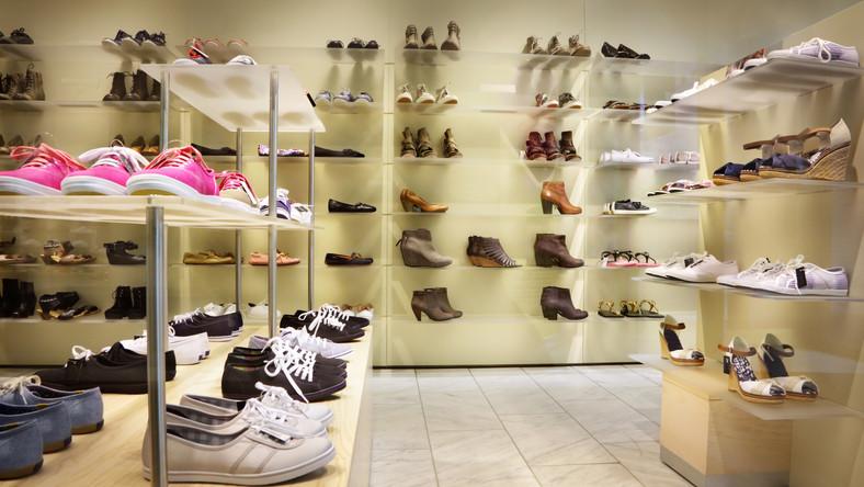 Z Polski znikają małe sklepy odzieżowe i obuwnicze