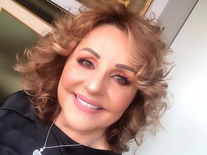 GDE su joj usta?! Bekuta na Instagramu pokazala PRELEPU UNUKU, ali svi gledaju u JEZIV FOTOŠOP na njenom licu