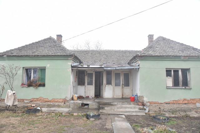 Maksimovići su nekada živeli u ovoj trošnoj kući