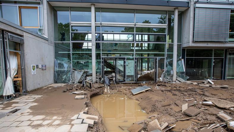Zniszczona szkoła w Bad Neuenahr