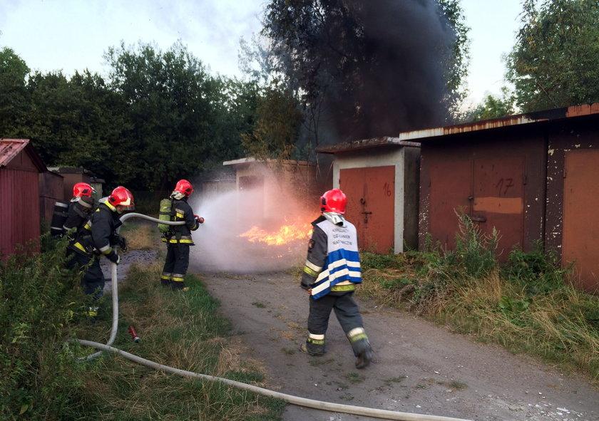 Katowice. Pożar śmierci i garaży na osiedlu Tysiąclecia