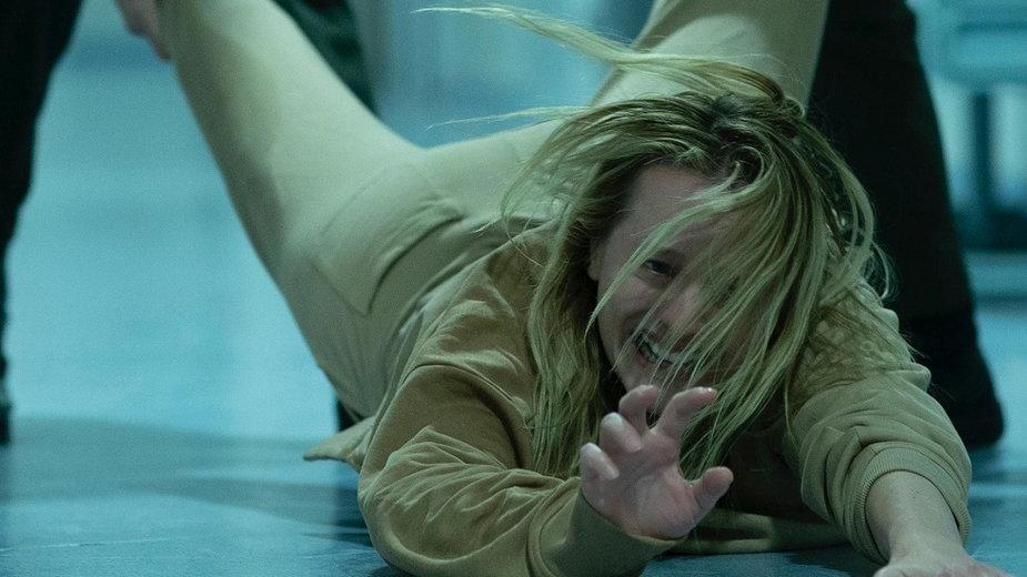 """Elisabeth Moss w filmie """"Niewidzialny człowiek"""""""