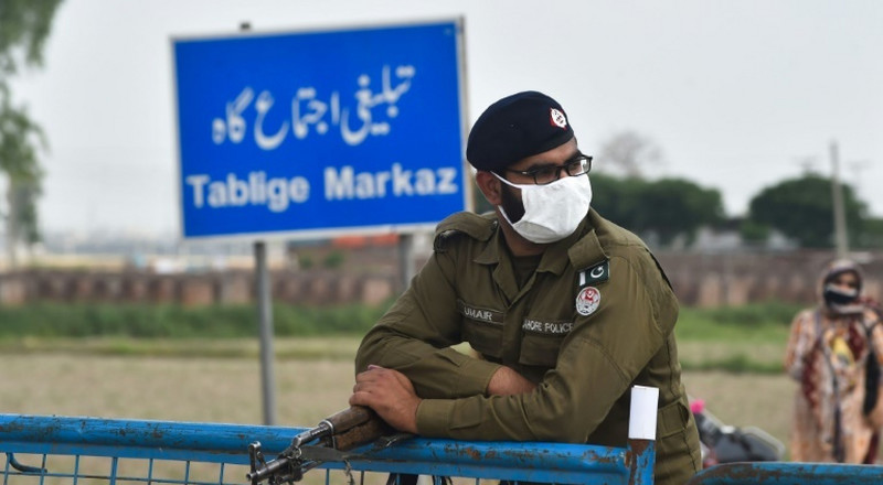 20,000 worshippers quarantined in Pakistan after major search