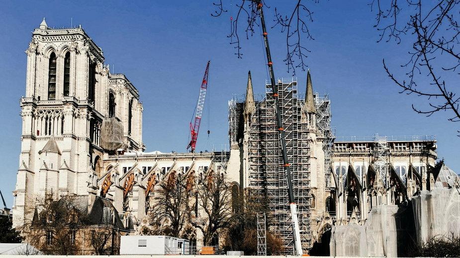 Na fundusz odbudowy Notre Dame pieniądze wpłacili między innymi francuscy miliarderzy