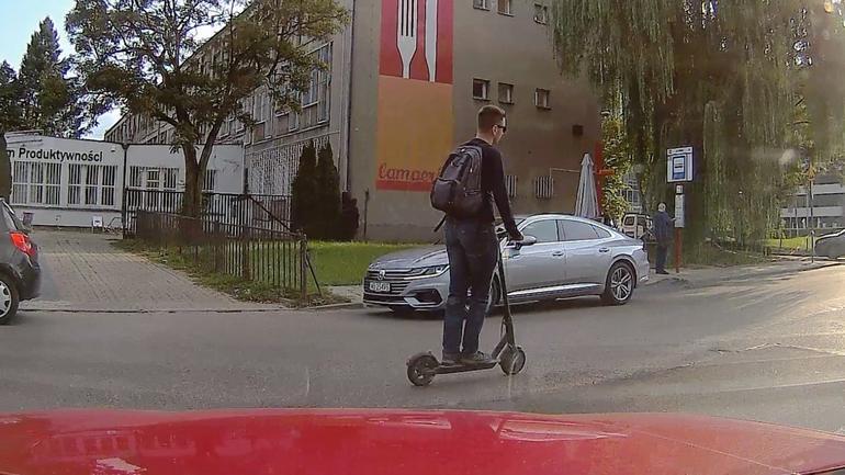 Elektropiraci na drogach - wyjaśniamy gdzie można jeździć elektrycznym jednośladem