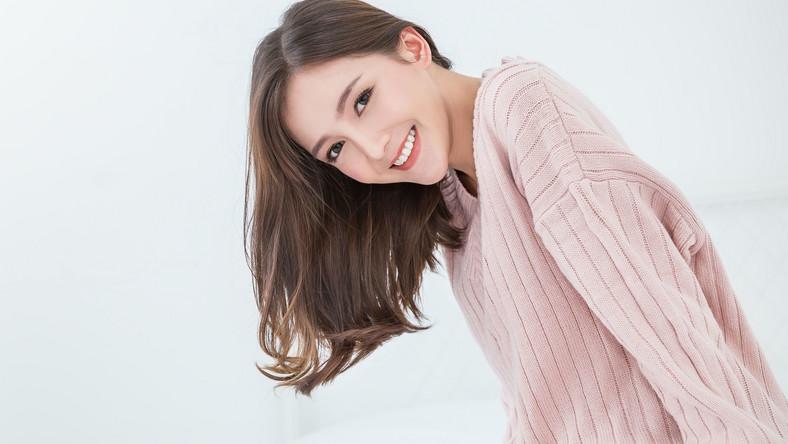 Koreanka się uśmiecha