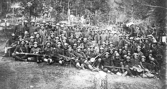 Grupna slika sa ratnim drugovima