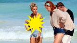 """Blanka Lipińska przyłapana topless na plaży w Meksyku. Autorka """"kaszubskiego porno"""" zachwyca boskim ciałem! [TYLKO U NAS]"""