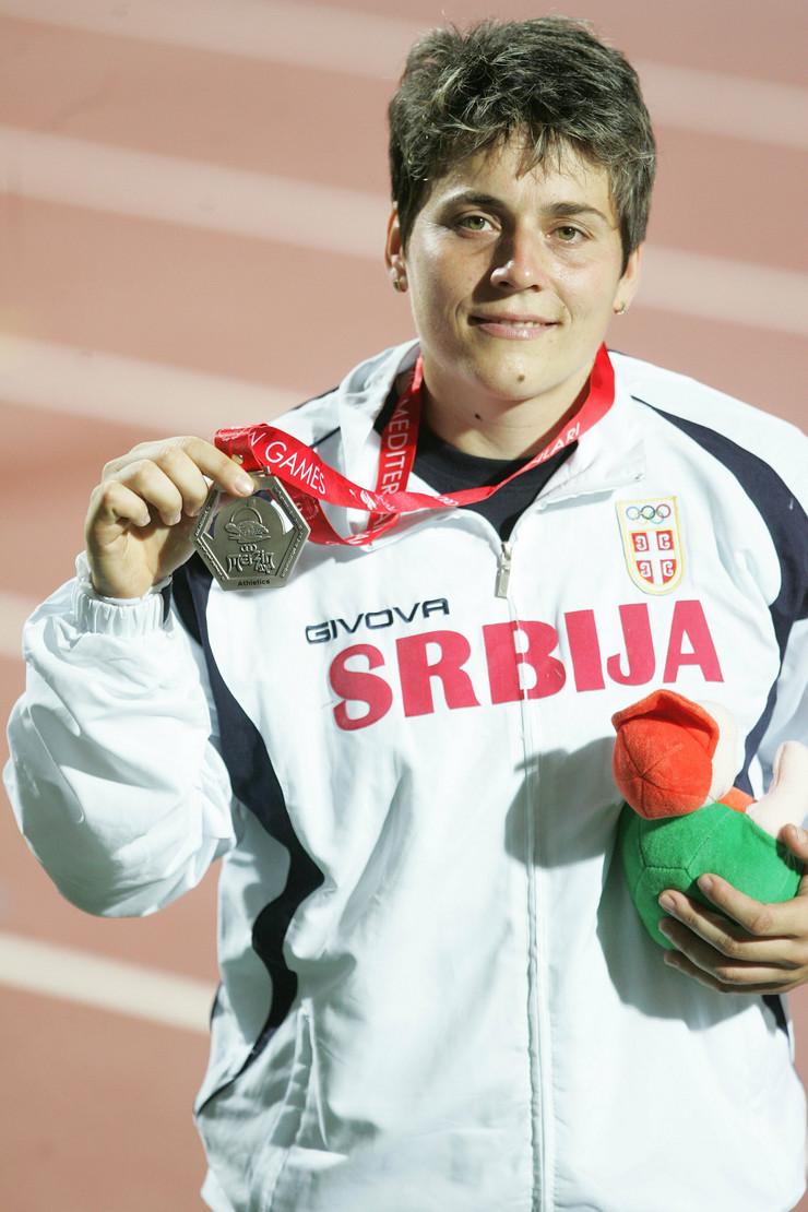 356703_dragana-tomasevic-sa-srebrnom-medaljom