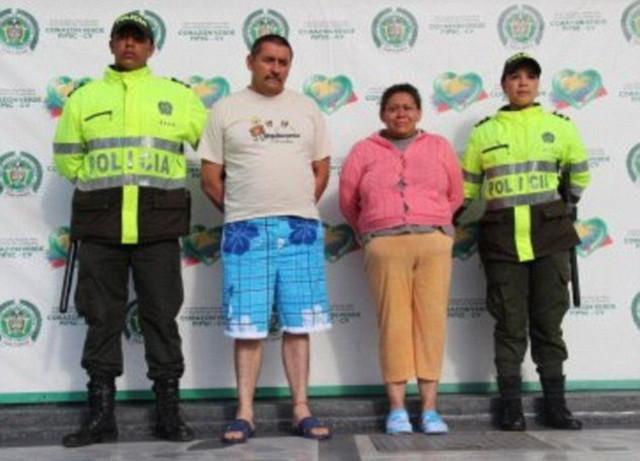Zapata Morenova nakon hapšenja, sa Dazom, sučesnikom u silovanju i podvođenju dece i ocem bebe ćerke koja ju je prijavila