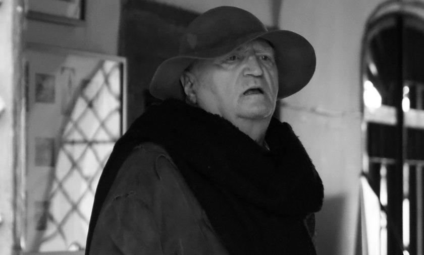 Jan Książek nie żyje. Aktor wcielał się od 30 lat w postać Żyda Wiecznego Wędrowca