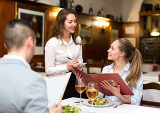Drogie posiłki w podróży służbowej są opodatkowane