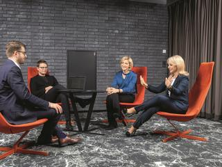 "Od prawej siedzą: Beata Mońka (business partner BPS, RASP), Joanna Bensz (CEO Longevity Center) i Jarosław Królewski (CEO Synerise) oraz prowadzący debatę Aleksander Fedoruk (""Forbes"")"