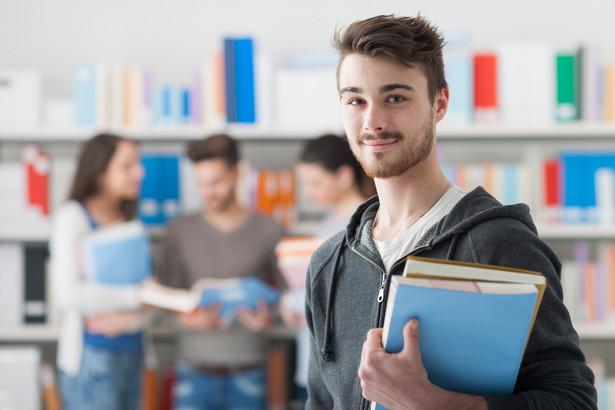 Dzisiaj Ministerstwo Nauki i Szkolnictwa Wyższego zbiera informacje o karierach osób, które kończą studia