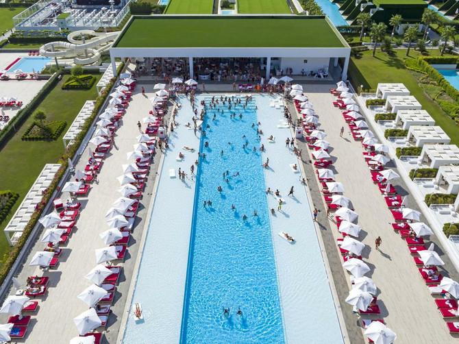 Prekrasni bazeni hotela Adam Eve *