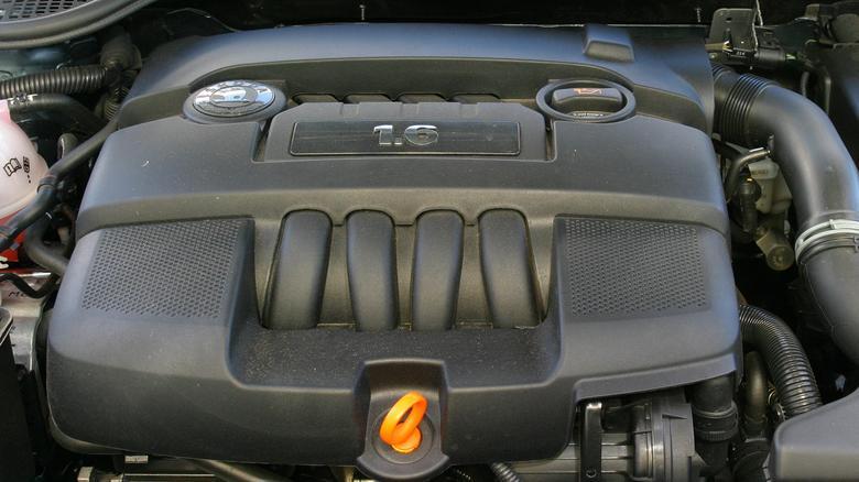 Jednostka 1.6 na 100 km potrzebuje około 8 l benzyny.