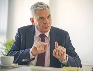 Nowy prezes UKE: Potrzebne są szerokopasmowe, wydajne sieci [WYWIAD]
