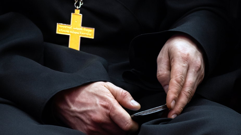 Ksiądz Marian W. miał wykorzystać seksualnie ponad 20 ministrantów