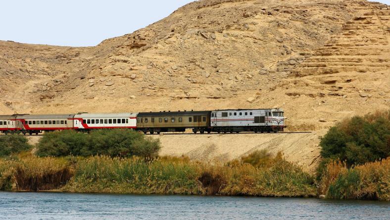Do zdarzenia doszło na stacji w Chorszid na przedmieściach Aleksandrii ok. godziny 14. Władze egipskich kolei w wydanym oświadczeniu oznajmiły, że pociąg jadący z Kairu do Aleksandrii wjechał w stojący na stacji pociąg relacji Port Said-Aleksandria.