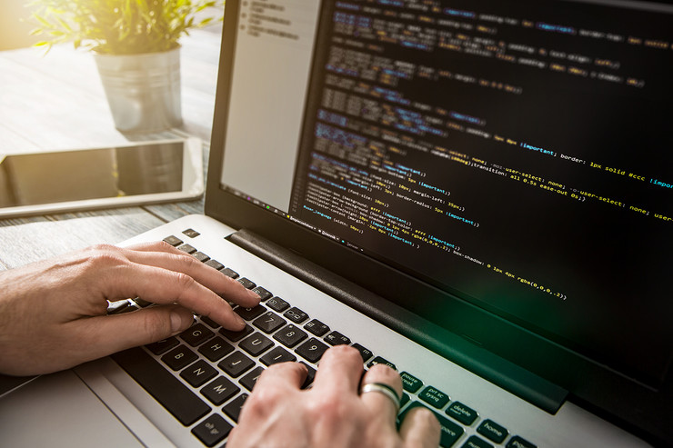 programer kodovi shutterstock 589180820