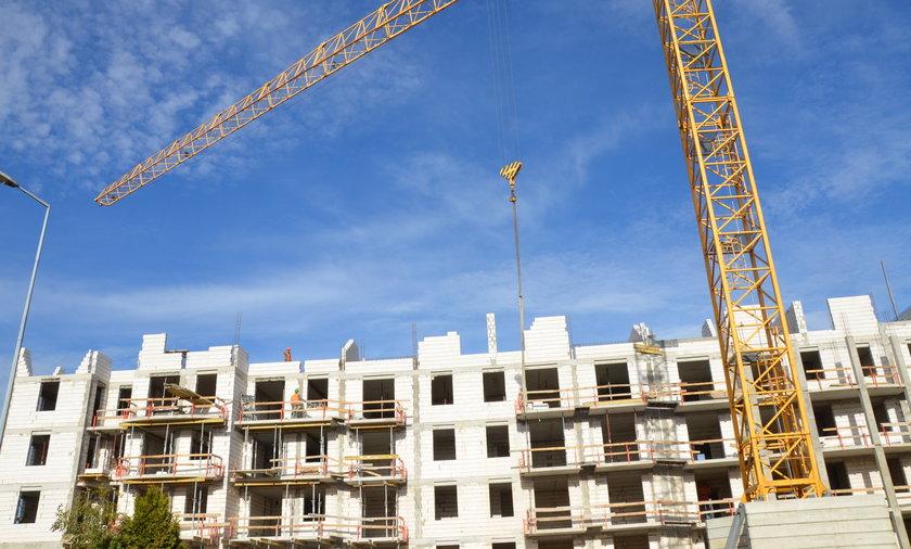 Kredyty frankowe wielu Polakom pozwoliły kupić mieszkanie. Ale z biegiem czasu ich koszty często stawały się nie do udźwignięcia