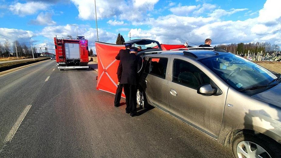 Tragedia podczas pogrzebu w Radoszycach. Nie żyje starsza kobieta