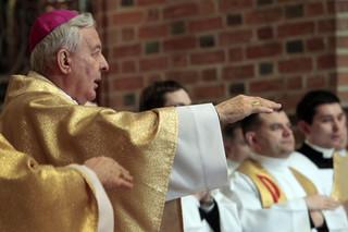 Watykan interweniuje w sprawie arcybiskupa Paetza. Papież zachęca 'do życia w odosobnieniu'