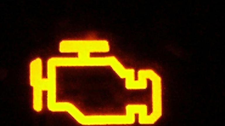 Co znaczy kontrolka check engine?