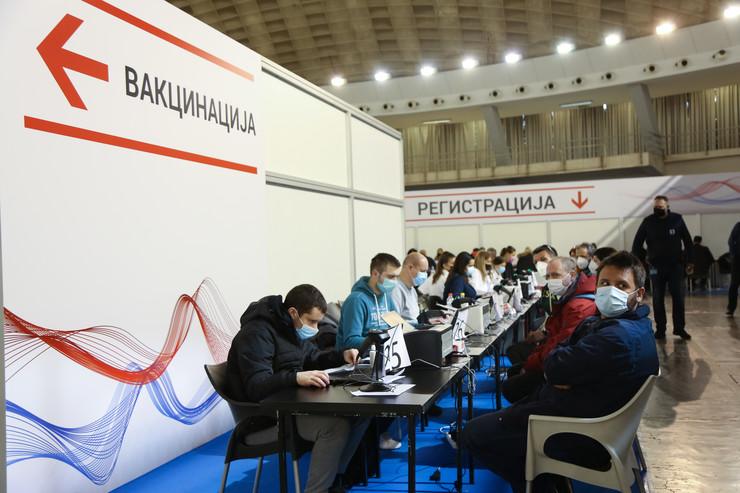 vakcinacija stranci sajam astrazeneka foto aleksandar slavkovic (32)