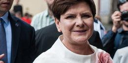 Premier popiera różaniec, zagraniczne media się dziwią